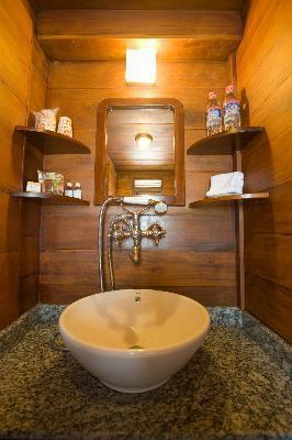 Salle d'eau à bord d'un Bassac