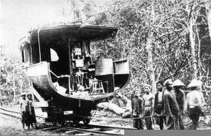 """la chaloupe Hàm Luông, tronçonnée, montée sur rails au Sud de l'île de Khône en Octobre 1893"""""""