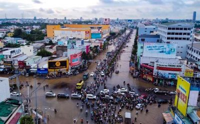 Autumn floods purge black water into Cần Thơ in October 2020