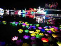 Thả đèn trên sông Cần Thơ