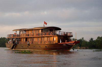 100 ans plus tard, le Bassac II sur la rivière Cổ Chiên